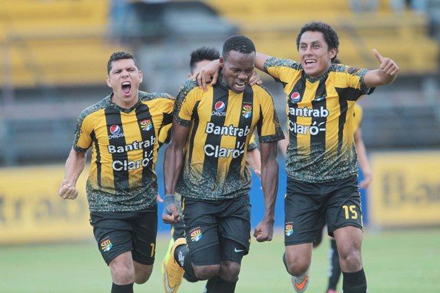 Aurora FC, visitará hoy a las 15 horas a Puerto Iztapa, por los Cuartos de Final. (Foto Prensa Libre: Hemeroteca)