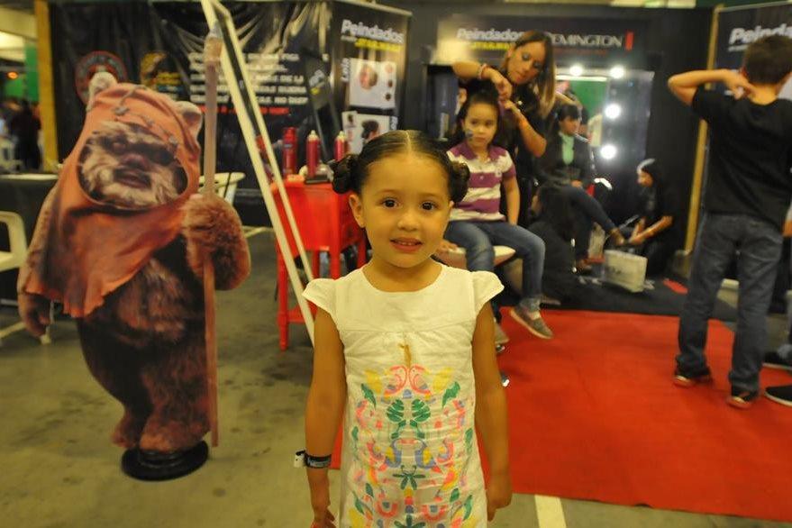 A Luisa Orellana, de tres años, la peinaron como la princesa Leia. (Foto Prensa Libre: Ana Lucía Ola)