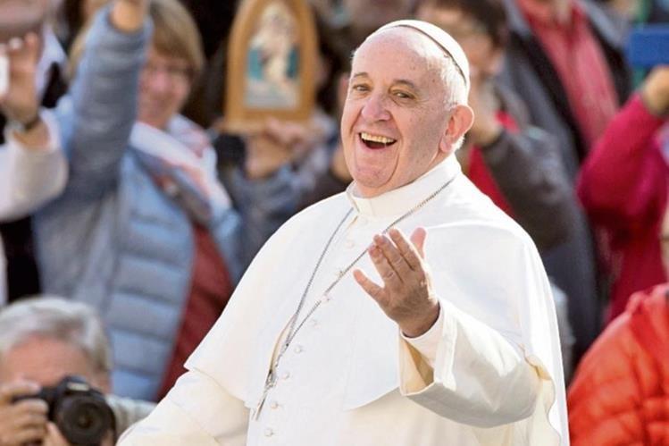 El año pasado el Pontífice recibió miles de firmas de guatemaltecos que le piden visitar este país.