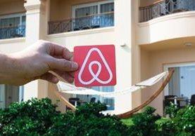 El fenómeno de portales de alquiler de viviendas de uso turístico o vacacional, como Airbnb, crece de forma exponencial por su costo accesible. (Foto Prensa Libre: EFE)