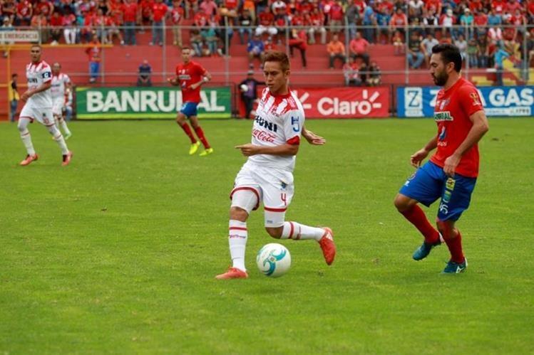 Municipal está resurgiendo en el Torneo Apertura 2017. (Foto Prensa Libre: Carlos Vicente)