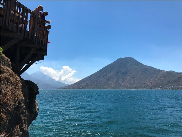 Volcán San Pedro: mide 3 mil 20 metros sobre el nivel del mar y el ascenso es de 3 horas de ascenso desde el centro de visitantes para principiantes. (Foto Prensa Libre:K´ASHEM)