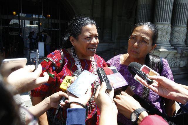 La gobernadora de Alta Verapaz, Estela Ventura, confirma que recibió presiones de diputados de FCN-Nación. (Foto Prensa Libre: Paulo Raquec)