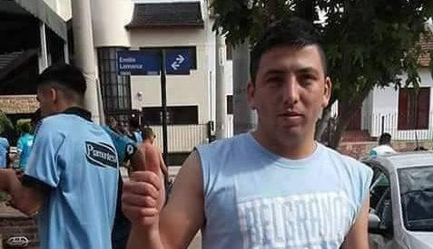 Emanuel Balbo de 22 años falleció después de ser lanzado por otro grupo de aficionados desde la tribuna de un estadio en Argentina. (Foto Prensa Libre: Facebook)