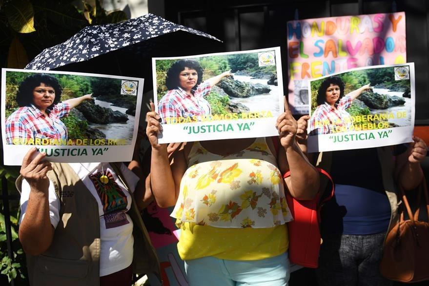 Activistas exigen justicia en el caso del asesinato de Berta Cáceres. (AFP).