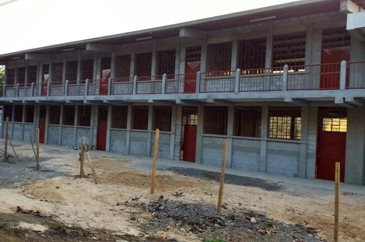El año pasado comenzó la ampliación de la escuela Línea A7, sector Icán, San José La Máquina, Suchitepéquez. El proyecto   está suspendido. (Foto Prensa Libre: SNIP)