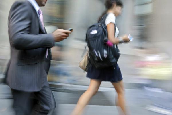 Estudio demuestra que hay un notorio aumento en accidentes de peatones entre el 2004 y el 2010 y en los cuales el uso de teléfono fue un factor clave.