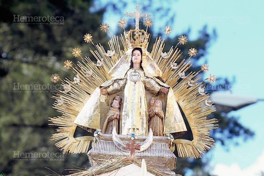 La Virgen del Carmen con sus atributos de plata y oro. Procesiona cada 16 de julio en el Centro Histórico. (Foto: Edwin Castro)