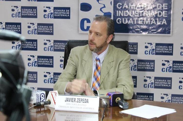 Javier Zepeda, director ejecutivo de Cámara de Industria de Guatemala presentó las líneas de acción que ya se ejecutan como combate al contrabando. (Foto Prensa Libre: Cortesía)