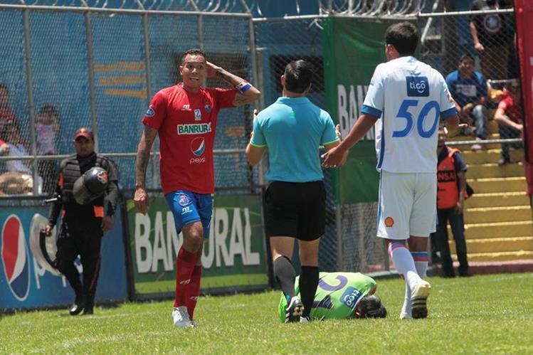 Blas Pérez, junto con su compatrota Felipe Baloy, fueron los fichajes estrella de Municipal esta temporada. (Foto Prensa Libre: Norvin Mendoza)