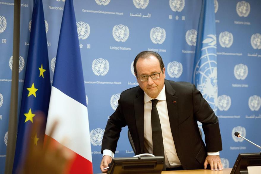 """En la sede de la ONU, el presidente francés Francois Hollande advierte que puede haber más bombardeos en territorio sirio """"en legítima defensa"""" de Francia. (Foto Prensa Libre: EFE)."""