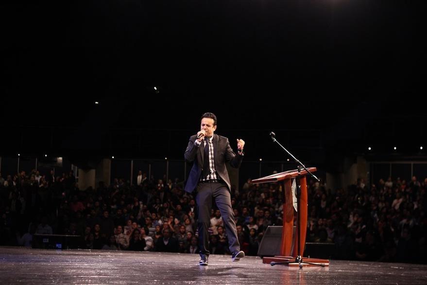 El cantautor español, David Scarpeta, interpretó temas de su última producción. (Foto Prensa Libre: Cortesía)