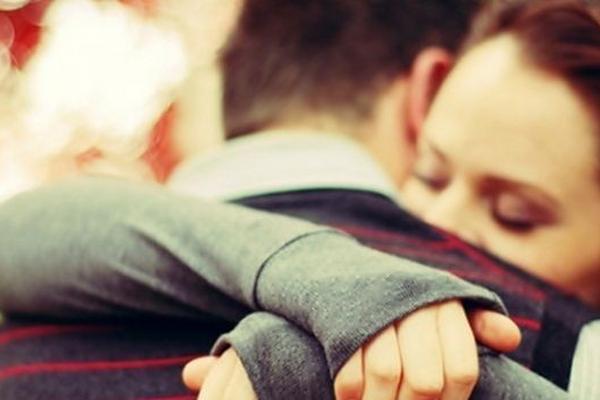 <p>Los abrazos son beneficiosos para combatir las infecciones</p>