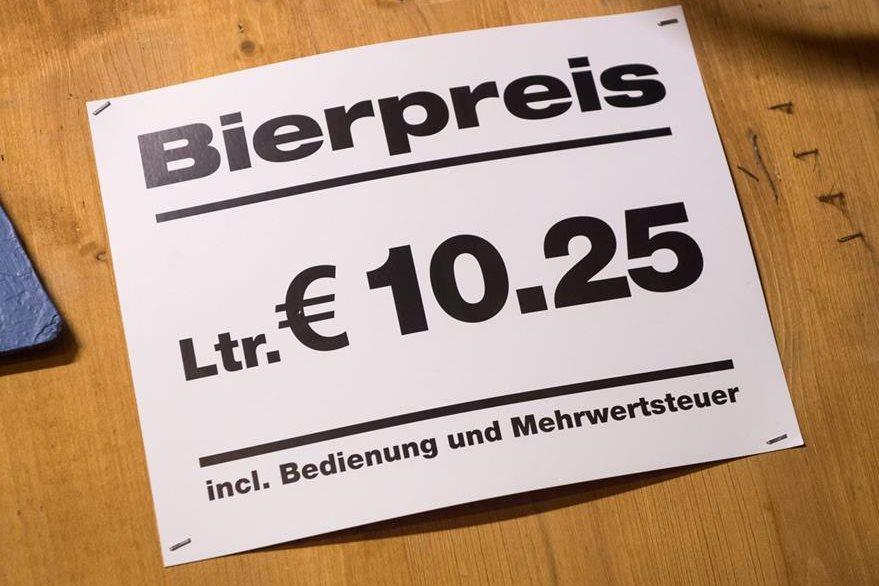 Precio de los litros de cerveza durante el Oktoberfest 2015.