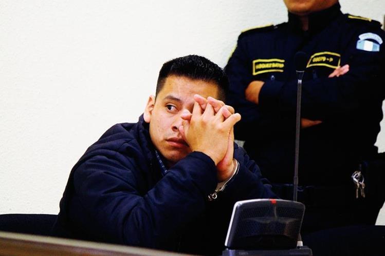 Denis Rigoberto Cortés Cuc fue condenado a 27 años  y seis meses de prisión por haber abusado sexualmente y agredido a sus hijastras gemelas de 6 años. (Foto Prensa Libre: Carlos Ventura)