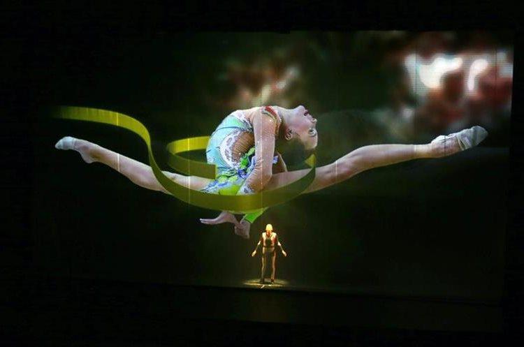 Un artista se presenta durante la ceremonia de inauguración de la sesión Comité Olímpico Internacional (COI) en la ciudad de Lima (Perú). (Foto Prensa Libre: EFE)