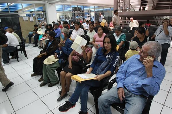 Personas han tenido que esperar meses para obtener su DPI. (Foto Prensa Libre: Hemeroteca PL)