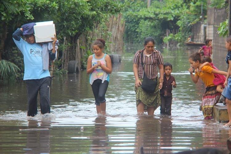 Las inundaciones en la costa sur son causadas por el desborde de ríos. (Foto Prensa Libre: Hemeroteca)