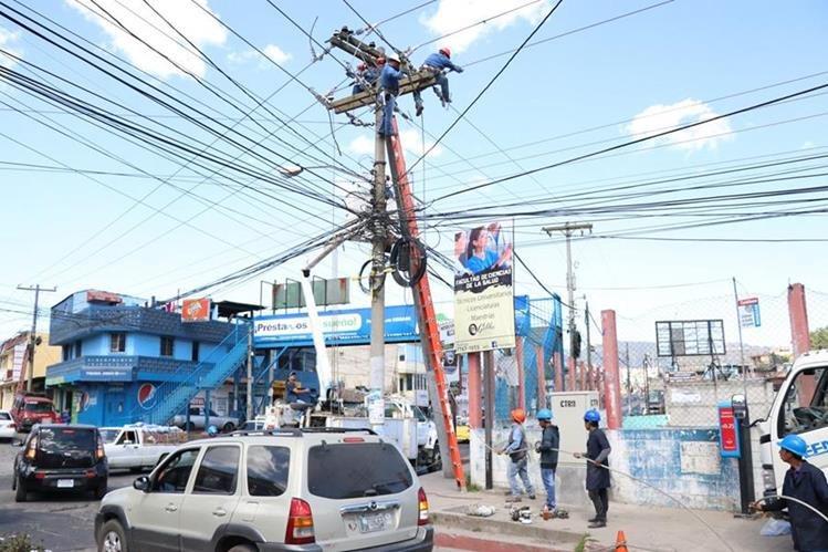 La suspensión seria temporal y se aplicaría para las nuevas solicitudes para el servicio de energía eléctrica. (Foto Prensa Libre: María José Longo)