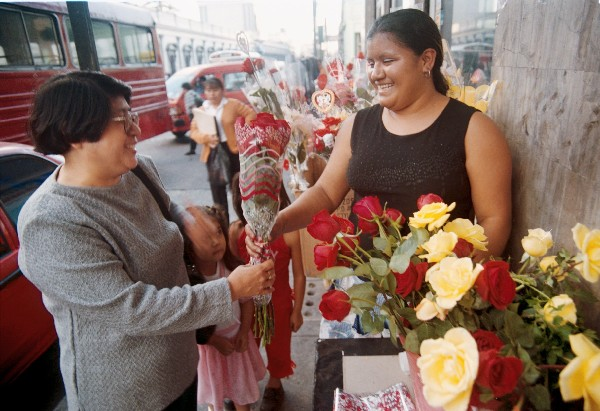 La venta de rosas aumenta en el mes de mayo (Foto: Hemeroteca PL)