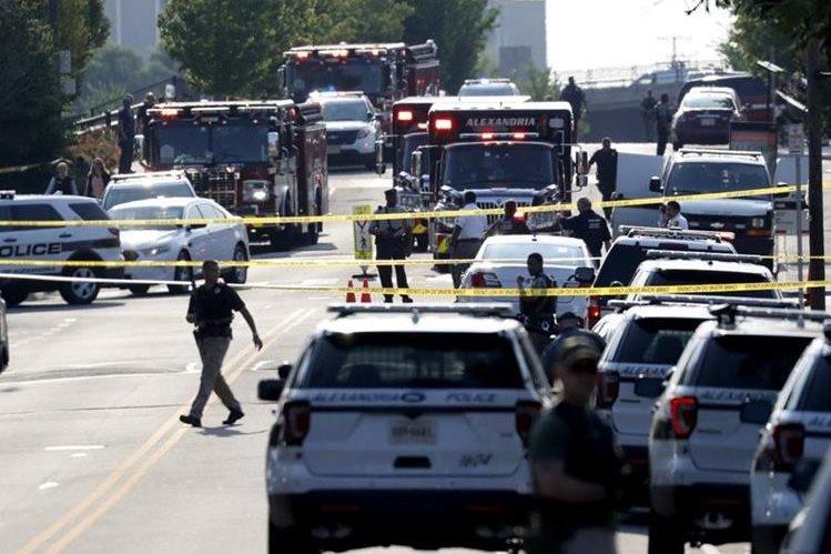 Policía acordona lugar del ataque en Virginia. (Foto Prensa Libre: EFE)
