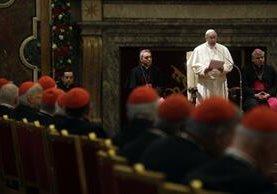 El Papa da un mensaje navideño a la Curia romana en el Vaticano. (EFE).