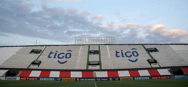 El estadio Defensores del Chaco, es la catedral del futbol paraguayo. (Foto Prensa Libre: EFE)