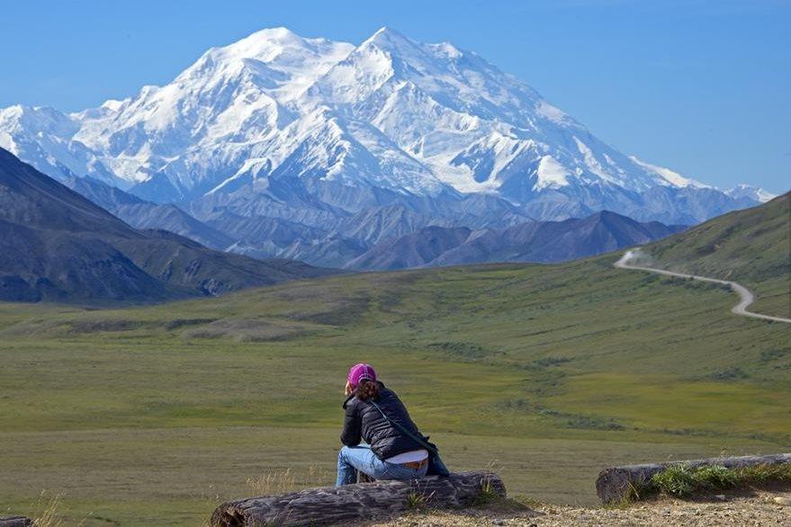 Los habitantes de Alaska llevan años llamando informalmente a la cumbre Denali. (Foto Prensa Libre: AP).