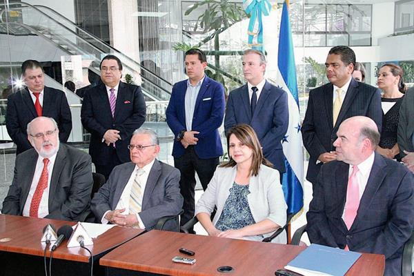 Funcionarios y empresarios de Guatemala y Honduras reunidos hoy.  (PL-Mineco)