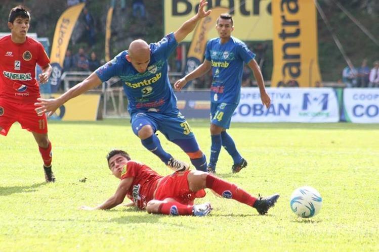 Municipal sigue en la cima del torneo pero su futbol no alcanza su máximo nivel. (Foto Prensa Libre: Eduardo Sam Chun)