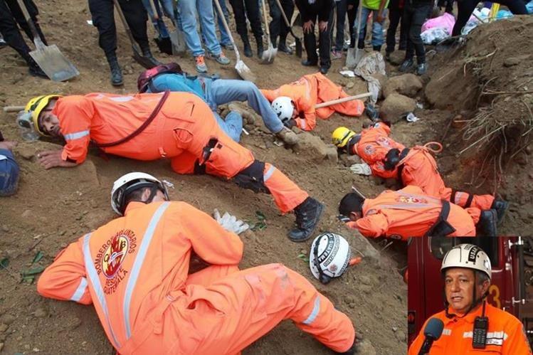 Walter de León, inserto, uno de los socorristas que golpeó la tierra y preguntó si alguien lo escuchaba. (Foto Prensa Libre: Hemeroteca)