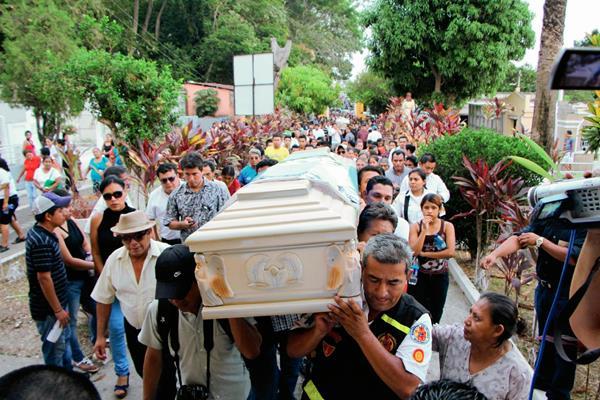 Los cuerpos de Danilo López y Federico Salazar periodistas de Mazatenango, Suchitepéquez,  fueron inhumados el miércoles. (Foto Prensa Libre: Hemeroteca PL)