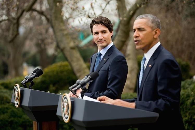 El presidente de EE. UU.,Barack Obama, (der.) y el primer ministro de Canadá, Justin Trudeau, en la Casa Blanca. (Foto Prensa Libre: AP).