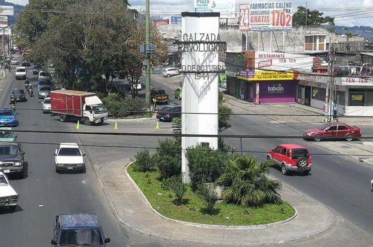 El monumento a la revolución se ubica en la Calzada San Juan, entre el bulevar San Nicolás y la avenida Pablo Sexto. (Foto Prensa Libre: César Pérez)