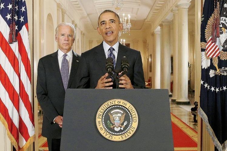 El presidente Barack Obama, habla durante una declaración oficial tras la firma del acuerdo nuclear entre Irán y las potencias mundiales, a su derecha, el vicepresidente, Joe Biden. (Foto Prensa LIbre: AFP).