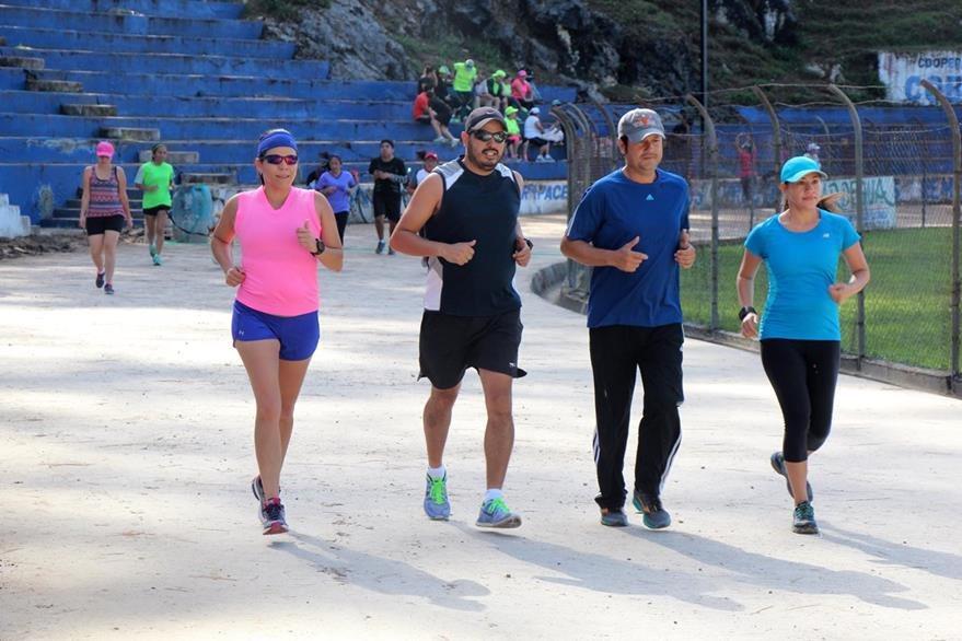 Atletas realizaran los últimos entrenamiento en el estadio Verapaz previo a la competencia del domingo. (Foto Prensa Libre: Eduardo Sam Chun).