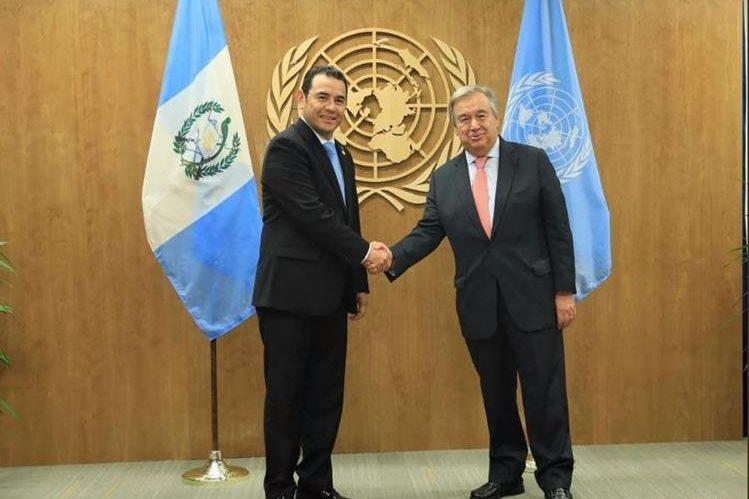 El presidente Jimmy Morales (izquierda), durante la reunión con António Guterres, secretario de la ONU. (Foto: Gobierno de Guatemala)