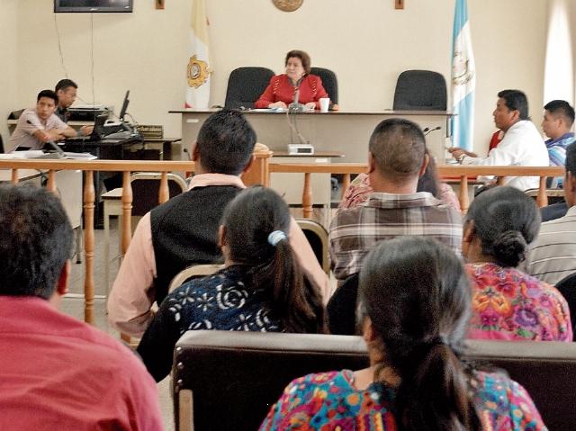 En el Tribunal de Sentencia Penal de  Totonicapán, la falta de intérpretes atrasa los juicios. (Foto Prensa Libre: Édgar Domínguez).