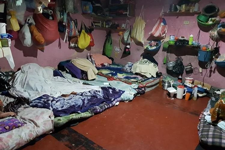 Privados de libertad de Huehuetenango duermen en colchones. (Foto Prensa Libre: PDH)