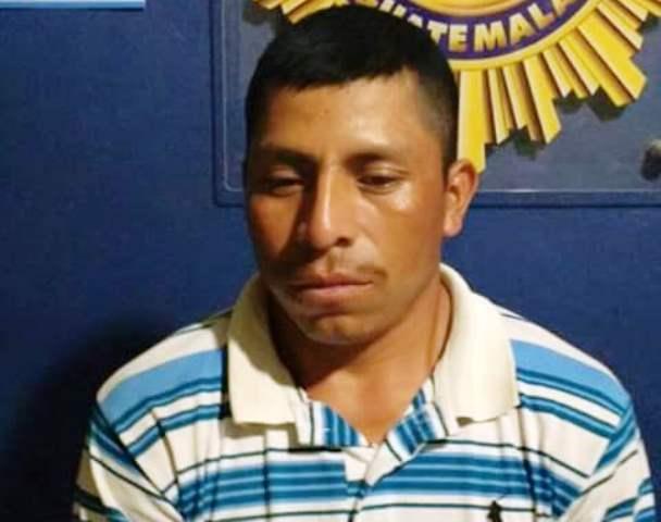Arnoldo Paau Tec fue capturado por contrabando de cigarrillo. (Foto Prensa Libre: Rigoberto Escobar)