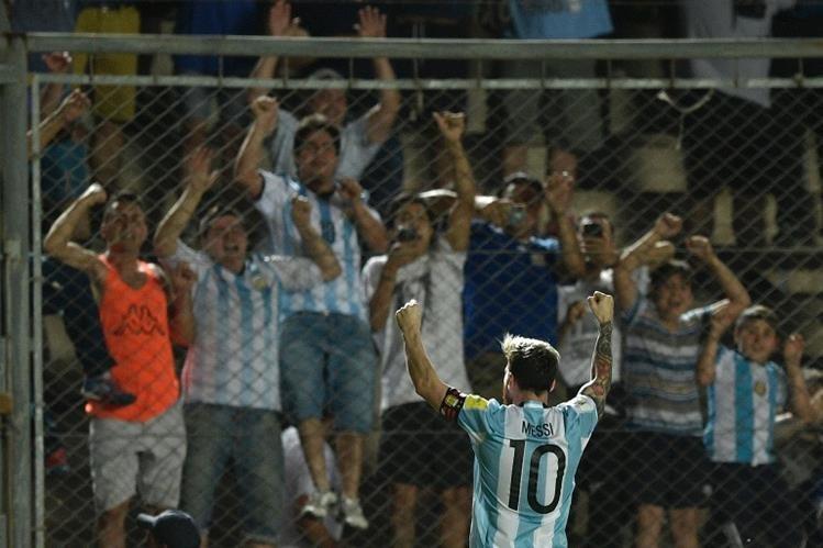 La selección argentina de Lionel Messi podría ubicarse cuarto en la clasificación a Rusia 2018. (Foto Prensa Libre: AFP)