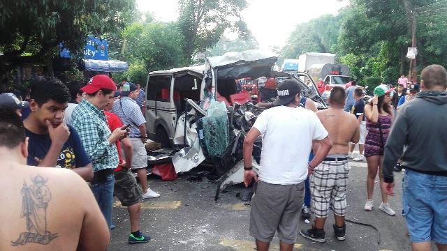 Una persona fallecida de nacionalidad mexicana fue el saldo del accidente de este sábado en la ruta entre Retalhuleu y Quetzaltenango. (Foto Prensa Libre: Jorge Tizol)