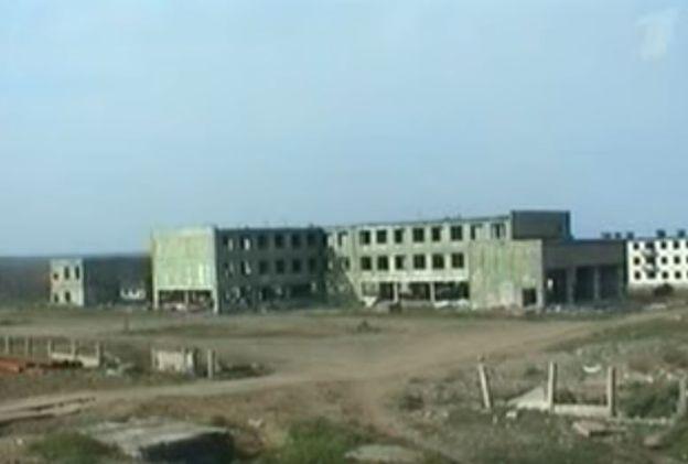 El video muestra una construcción en el campo de pruebas sobre la que cae la bomba rusa. CANAL 1