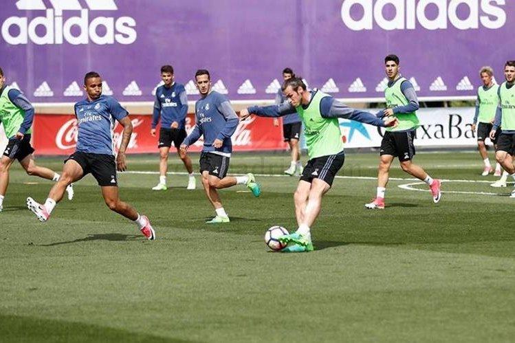 El galés Gareth Bale entrenó con el resto del grupo y podría estar en el clásico contra el Barcelona. (Foto Prensa Libre: Real Madrid)