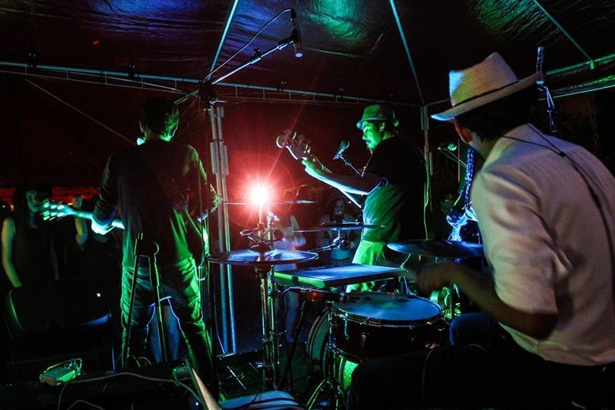 La banda cautiva durante sus conciertos. (Foto Prensa Libre: Keneth Cruz)