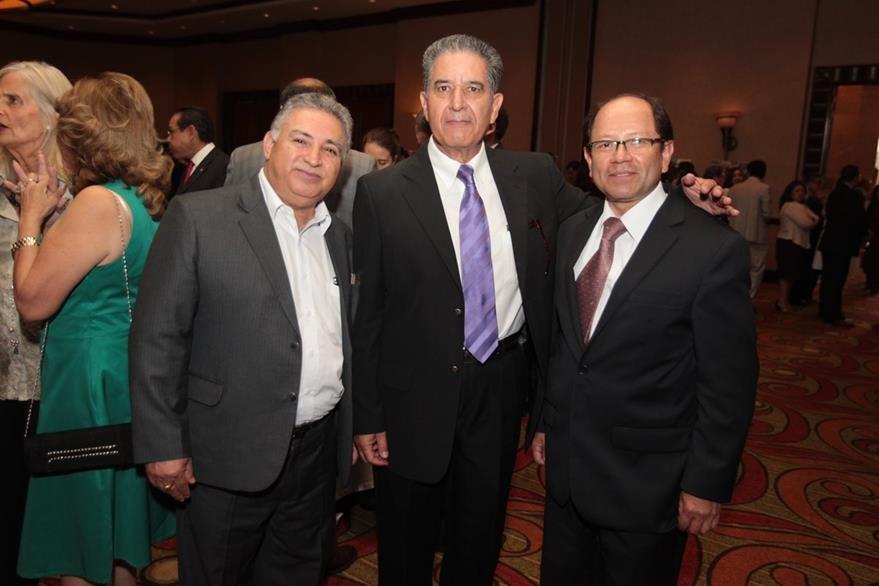Byron Barrera, Julio Ponciano e Iván Espinoza, embajador de Guatemala en Colombia.  (Foto Prensa Libre: Edwin Castro)