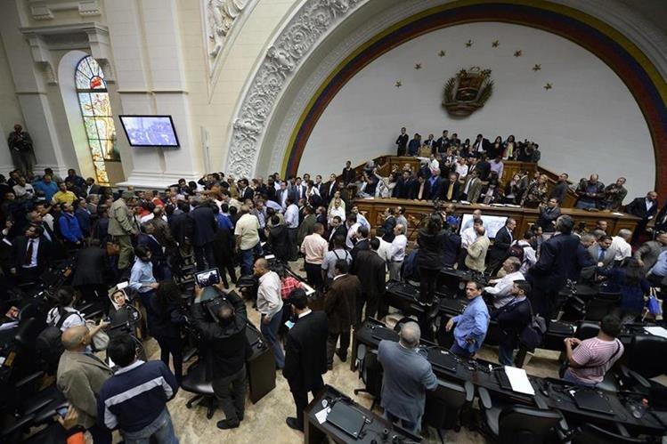 Sesión en Parlamento venezolano fue tensa. (Foto Prensa Libre: AFP)