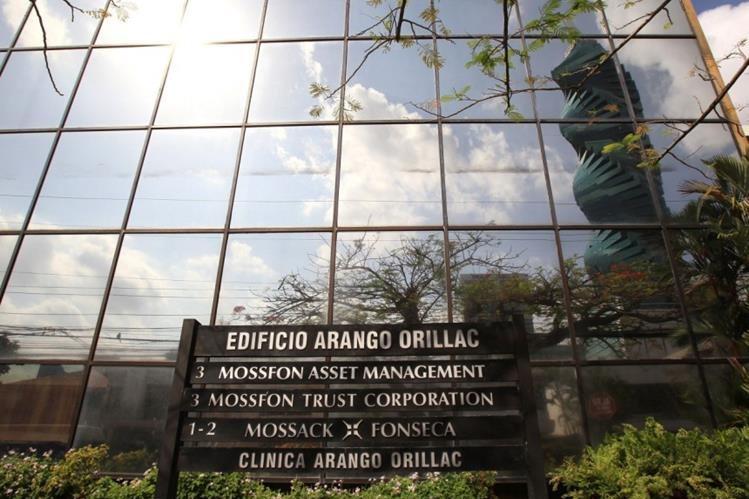 Edificio donde tiene su bufete Mossack Fonseca en la ciudad de Panamá. (AFP).