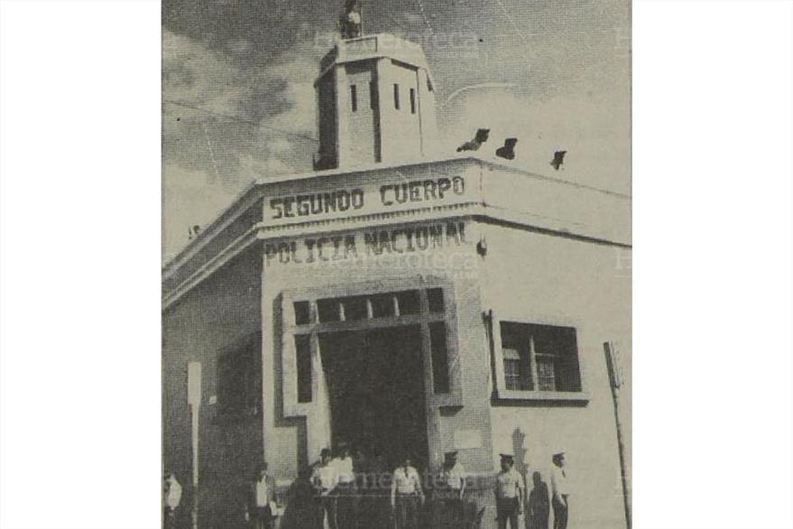 11/03/1988 Fachada del Segundo Cuerpo de la Policía, a donde llevaron a los guardias de Hacienda capturados. (Foto: Hemeroteca PL)
