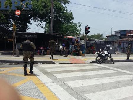 <em>Las autoridades investigan la causa del ataque en contra de los militares. (Foto Prensa Libre: laprensagrafica.com).</em>